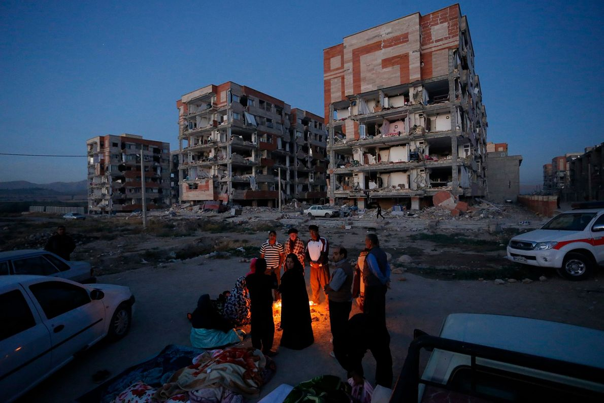 moradores locais após terremoto em quermanxa
