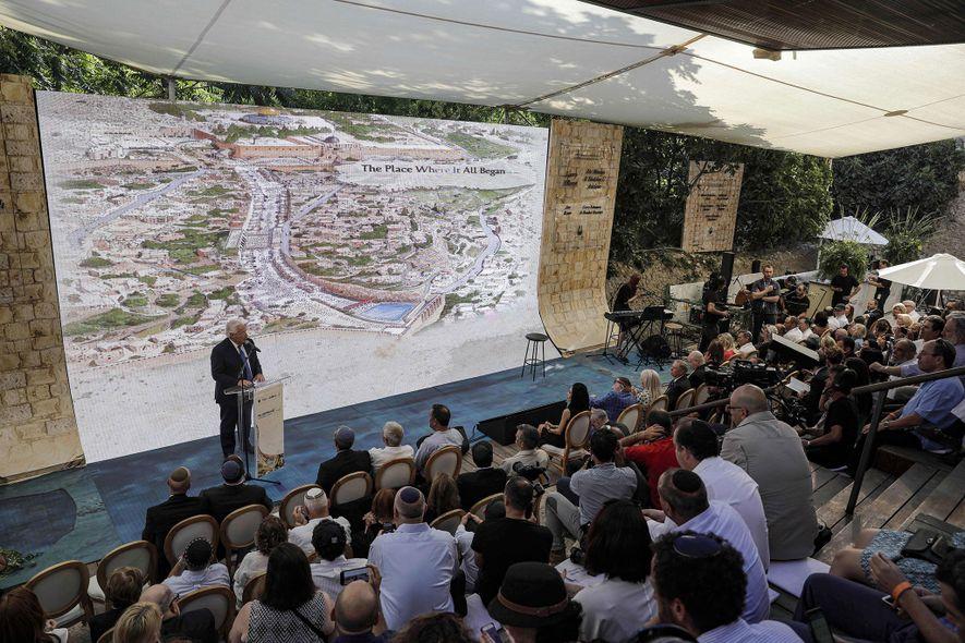 O embaixador dos EUA em Israel, David Friedman, discursa em uma cerimônia em junho passado, em ...