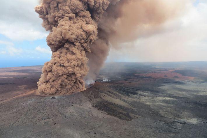 O Kilauea é um vulcão em escudo, com encostas suaves formadas pela lava expelida.