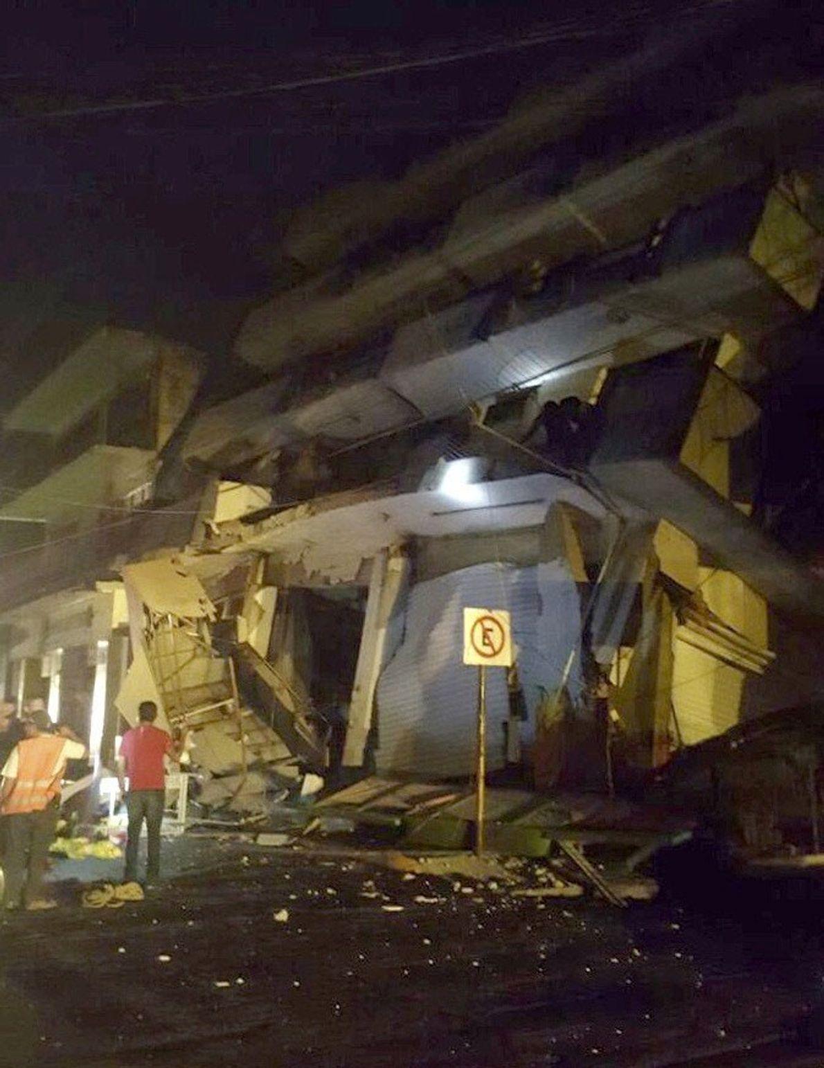 A foto disponibilizada pelas forças de Defesa Civil mostra um edifício em colapso em Oaxaca, no ...