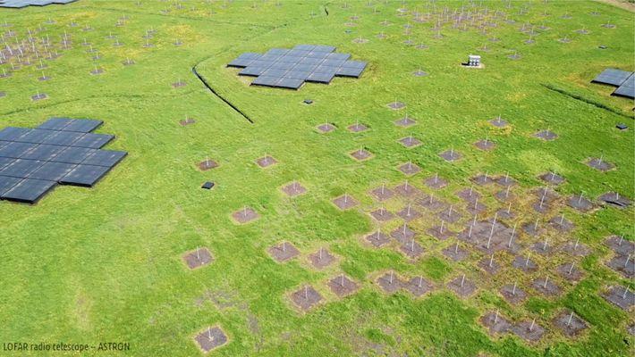 A vista aérea mostra uma das muitas estações de antenas do radiotelescópio Low-Frequency Array ou Lofar.