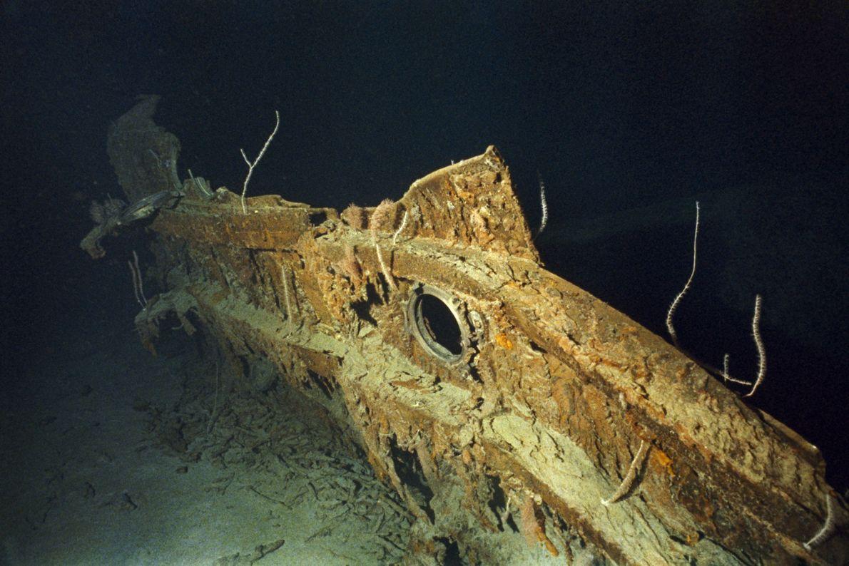 Um fragmento de casco do Titanic possui um orifício de portinhola.