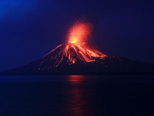 """Por que o """"tsunami do vulcão"""" da Indonésia deu pouco ou nenhum aviso"""