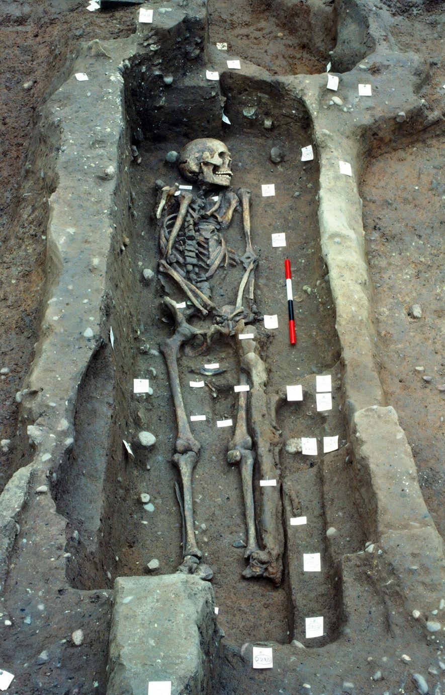 Escavações posteriores, como esta de 1986, revelou que quase 300 pessoas foram enterradas no cemitério.