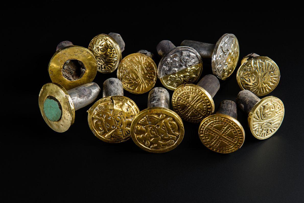 brincos e outros ornamentos peruanos encontrados em tumba