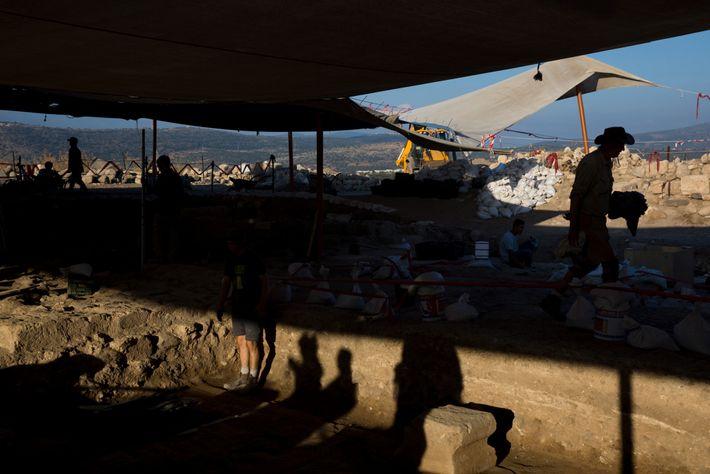 Arqueólogos realizam as escavações da sinagoga na antiga região de Huqoq, em Israel, desde 2012