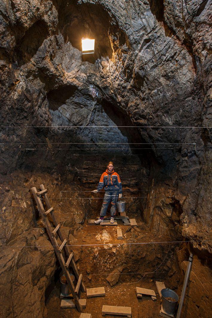 A Caverna de Denisova da Sibéria é o único lugar conhecido que guarda restos de neandertais, ...