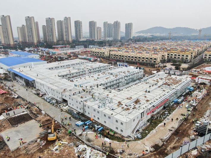 Uma fotografia aérea mostra o Hospital Huoshenshan em Wuhan, um hospital improvisado construído em 10 dias ...