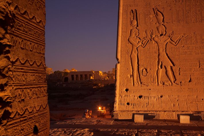 Representação de Cleópatra com Caesarion