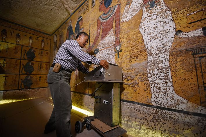Câmaras escondidas na tumba de Tut