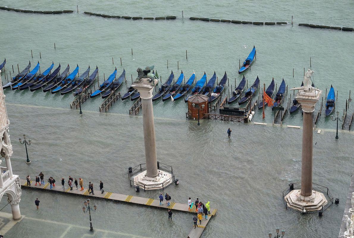 Praça de São Marcos debaixo d'água.