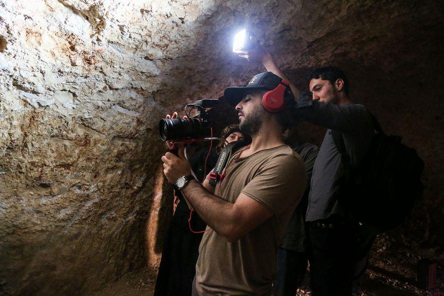 O diretor de The Cave, Feras Fayyad, fotografado em Idlib, na Síria, teve seu visto negado ...