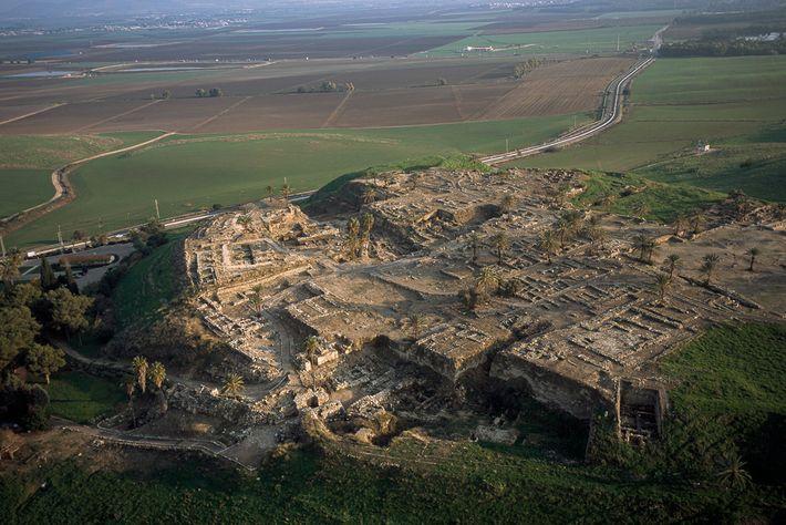 Localizada no atual norte de Israel, Tel Megiddo também é conhecida por seu nome grego, Armageddon.