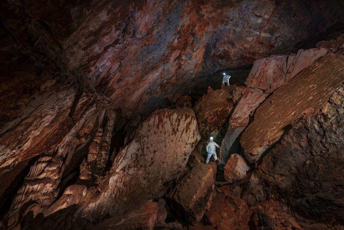 As enormes galerias de calcário da Caverna Chiquihuite permanecem em constantes 12,2 graus Celsius, mesmo no ...