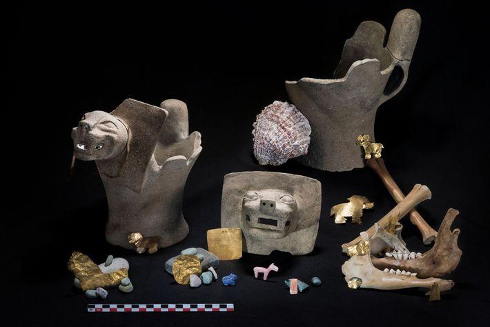 As oferendas realizadas nos rituais incluíam ouro, pedras semipreciosas e incensários enfeitados com figuras de onças.