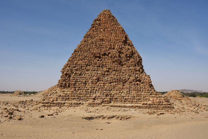 Pirâmide do Rei Aspelta, sucessor (e irmão) de Anlamani, que morreu por volta de 580 a.C.