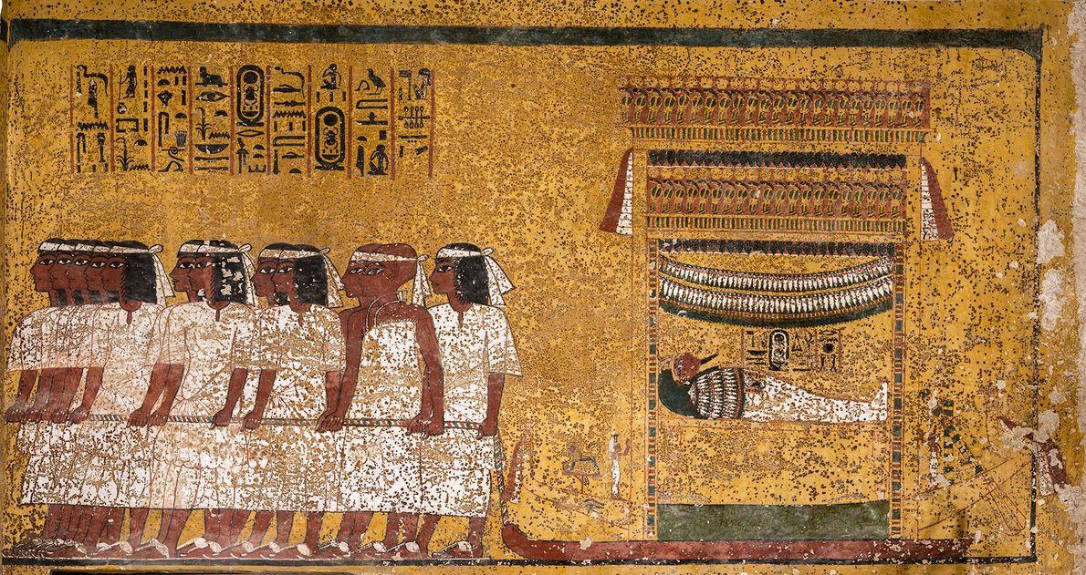 A pintura de parede retrata a múmia de Tutancâmon carregada por 12 homens com faixas brancas ...