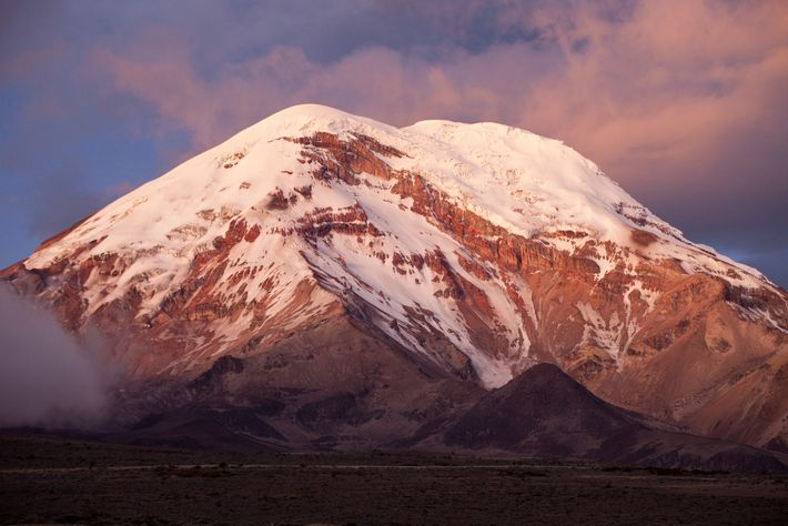 O Chimborazo, vulcão adormecido localizado nos Andes, é a montanha mais alta do Equador a mais ...