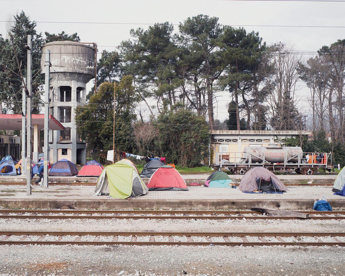 Trilhos de Idomeni, uma região gargalo para refugiados