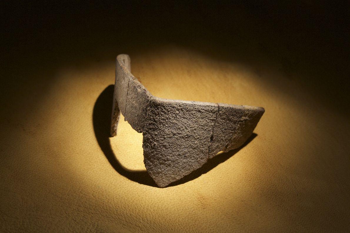 Parte de um cadinho talvez usado por metalúrgicos do século 16 foi encontrado em uma colina ...