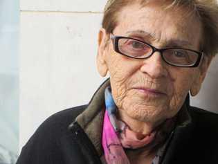Esta fotografia de Edith Grosman, então com 92 anos, foi tirada em Poprad, Eslováquia, em 24 ...