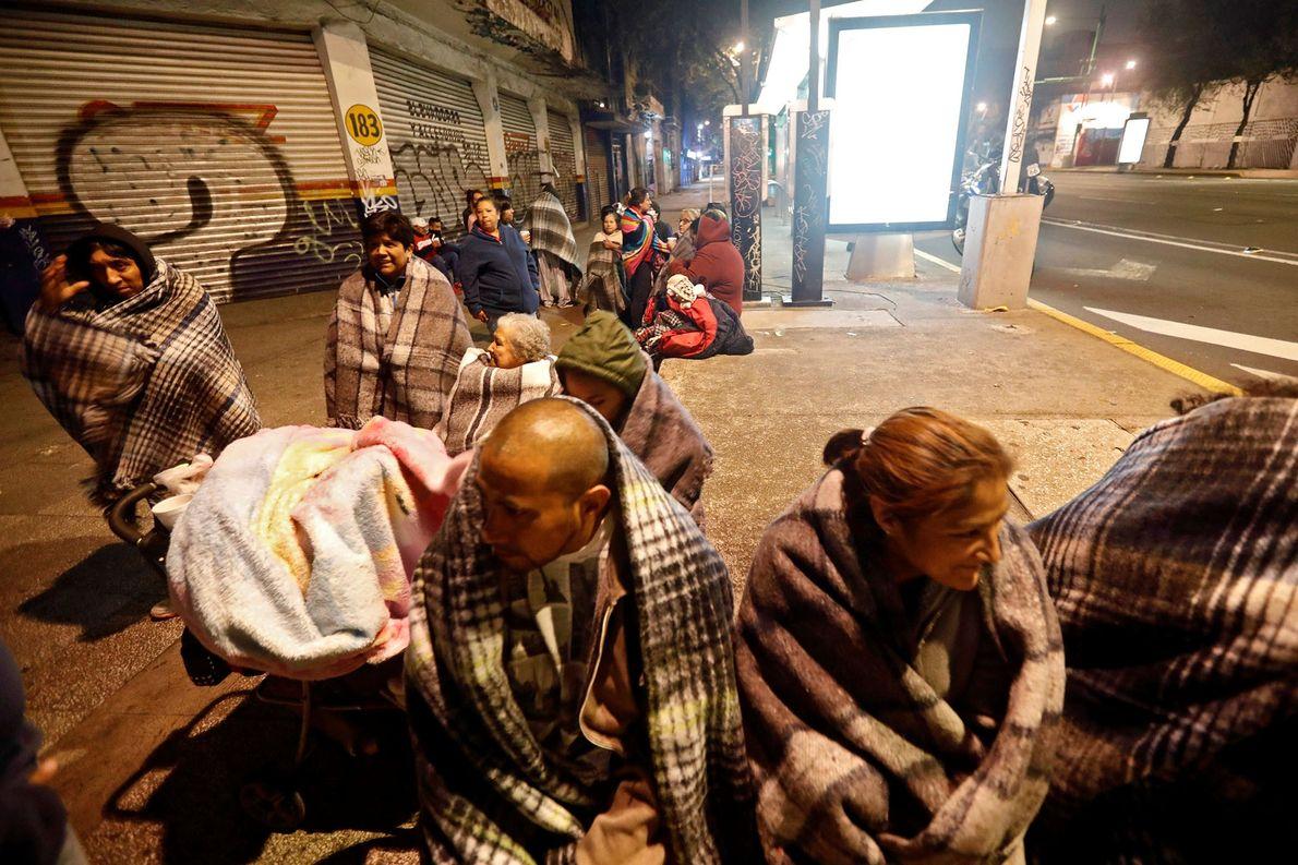 Quase um milhão de pessoas estavam temporariamente sem energia após o terremoto.