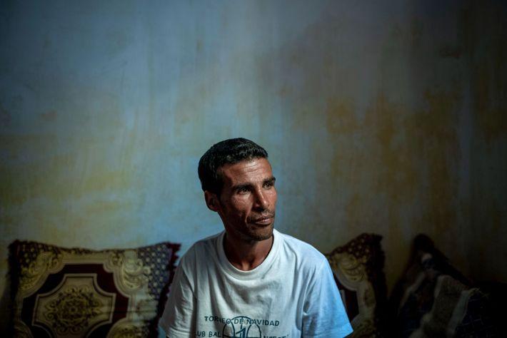 Trabalhando para o mercado ilegal, os pescadores de pepino-do-mar geralmente não possuem equipamento adequado, arriscando-se a ...