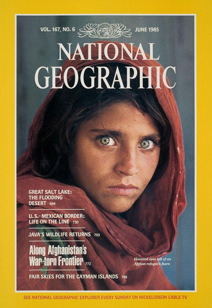 """A edição de junho de 1985 da National Geographic rendeu uma fama mundial para a """"menina ..."""
