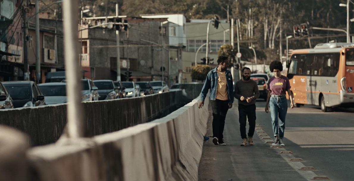 Integrantes do coletivo Mooc andam pelas ruas de São Paulo