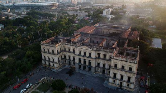 Depois do incêndio, pesquisadores e funcionários do Museu Nacional lutam para mantê-lo vivo