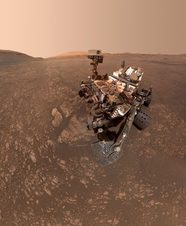 Em 12 de maio, o rover Curiosity da Nasa tirou essa selfie em Marte. A imagem ...