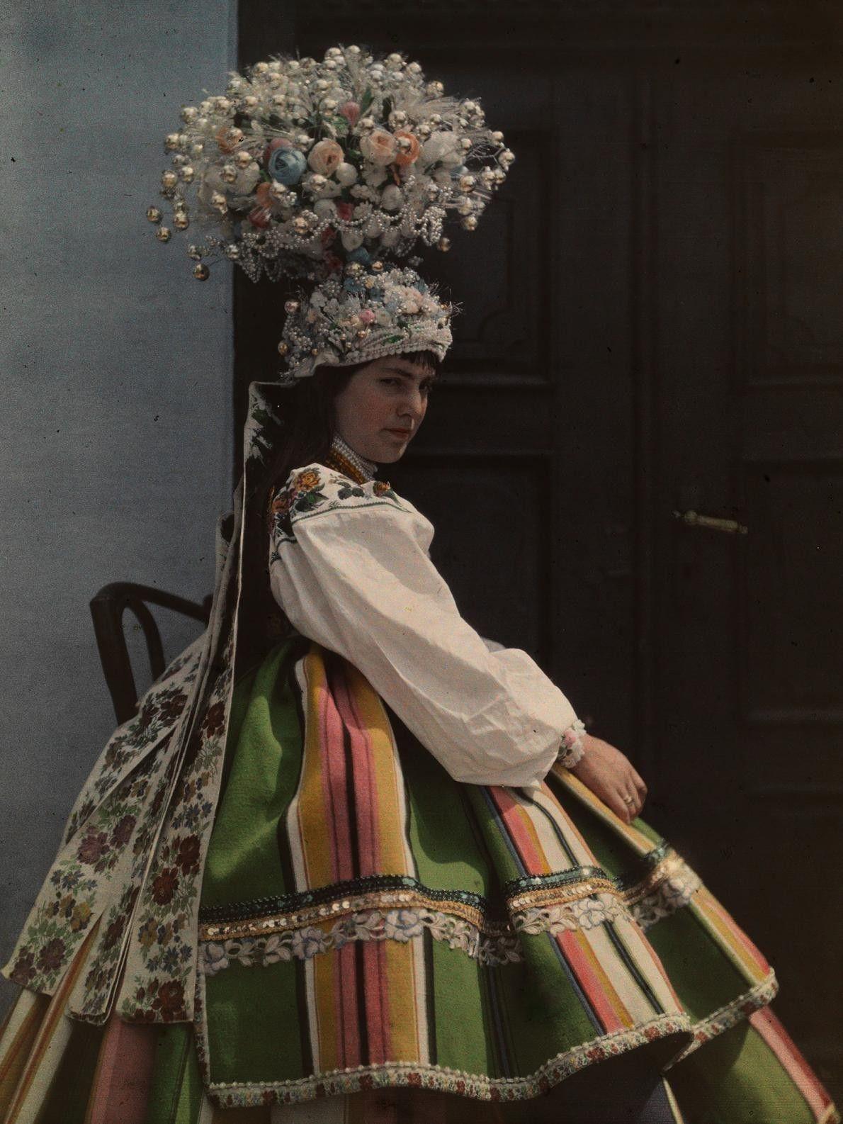 Noiva vestida de acordo com a tradição polonesa. Polônia, 1930