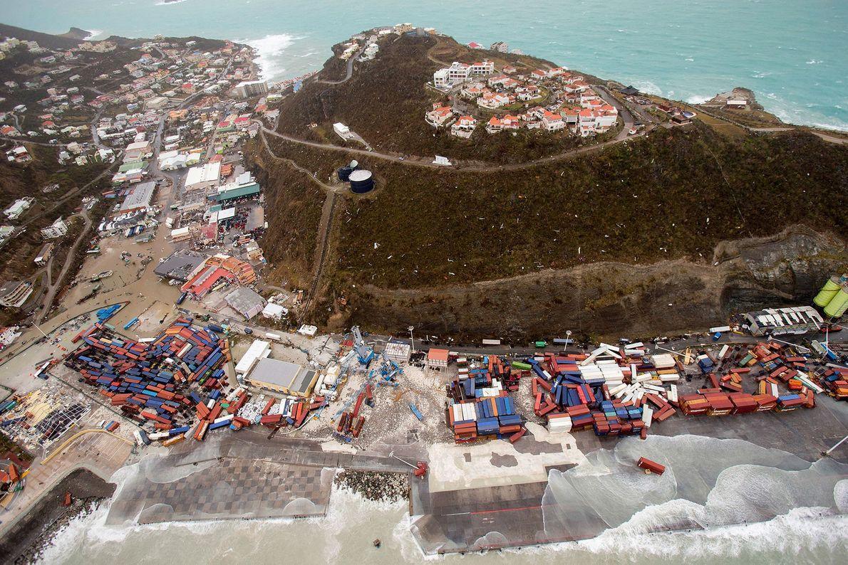 A ilha de St. Martin, no rescaldo do furacão Irma, em 6 de setembro. Irma cortou ...