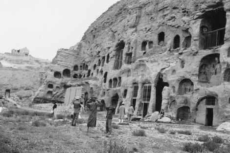 Veja fotos antigas de moradias em cavernas ao redor do mundo