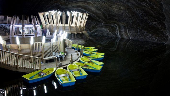 Esta antiga mina de sal é hoje um parque temático na Romênia