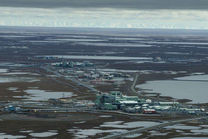 O campo de petróleo de Prudhoe Bay, a oeste do refúgio do Ártico, mostra como é ...