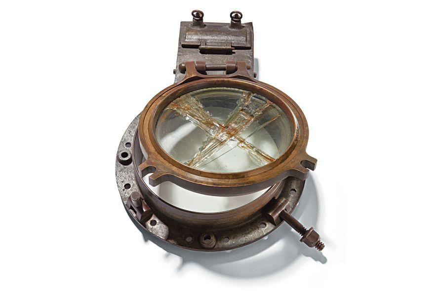 A vigia está entre os mais de 5 mil objetos recuperados no fundo do mar onde ...