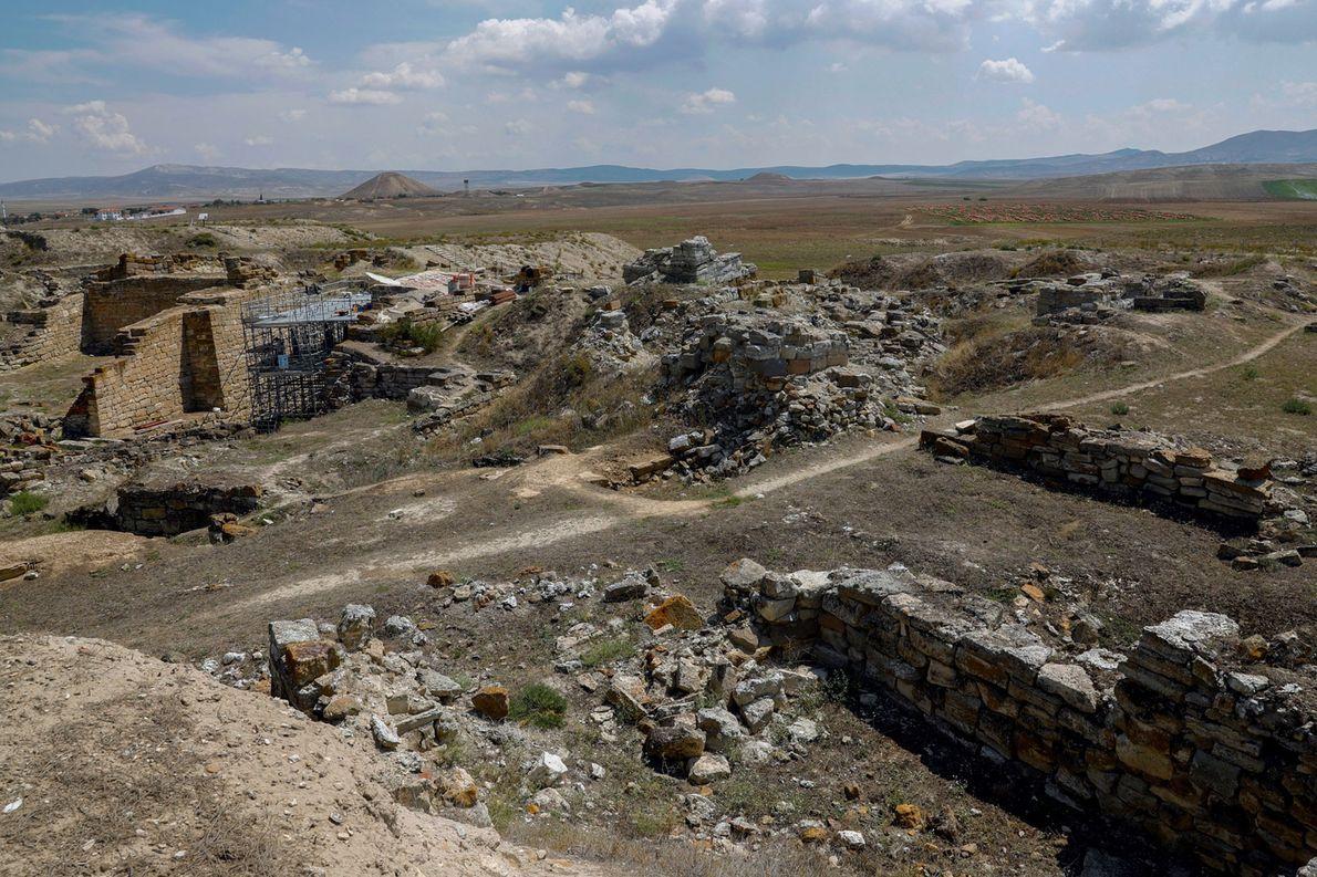 FRÍGIA Os frígios comandaram uma grande área da Turquia moderna de aproximadamente 1.200 a 700 a.C. Seu …