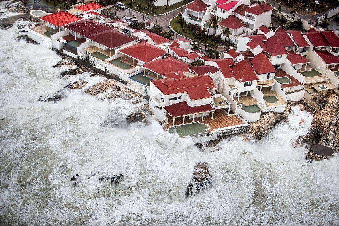 Destruição na ilha de São Martinho após o furacão Irma em 6 de setembro.