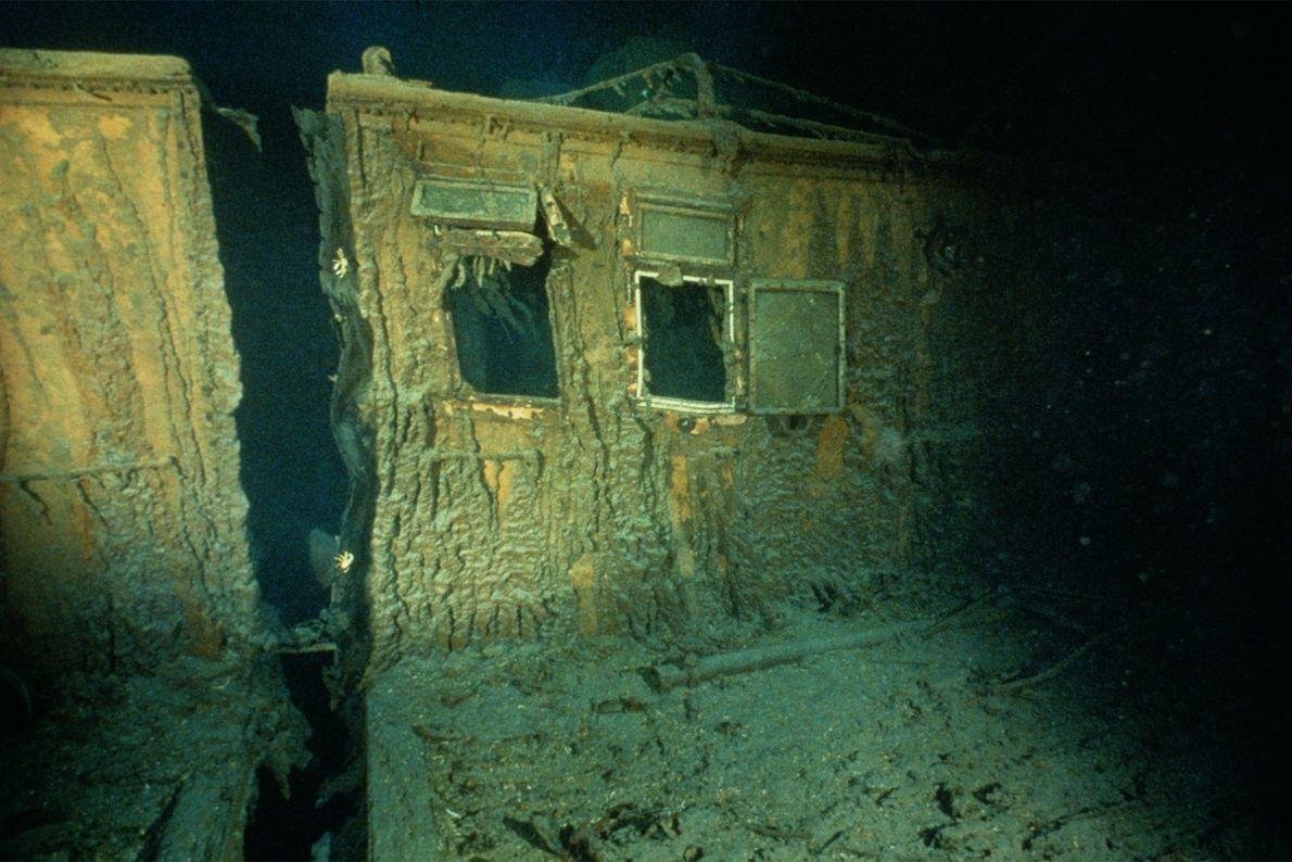 As janelas estão abertas nos alojamentos dos oficiais a estibordo do Titanic.