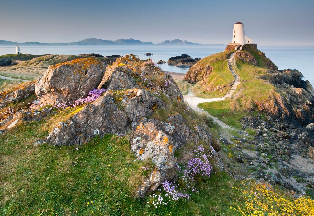 Wales Way (Rota do País de Gales), Reino Unido O farol Twr Mawr, em Anglesey, é uma ...