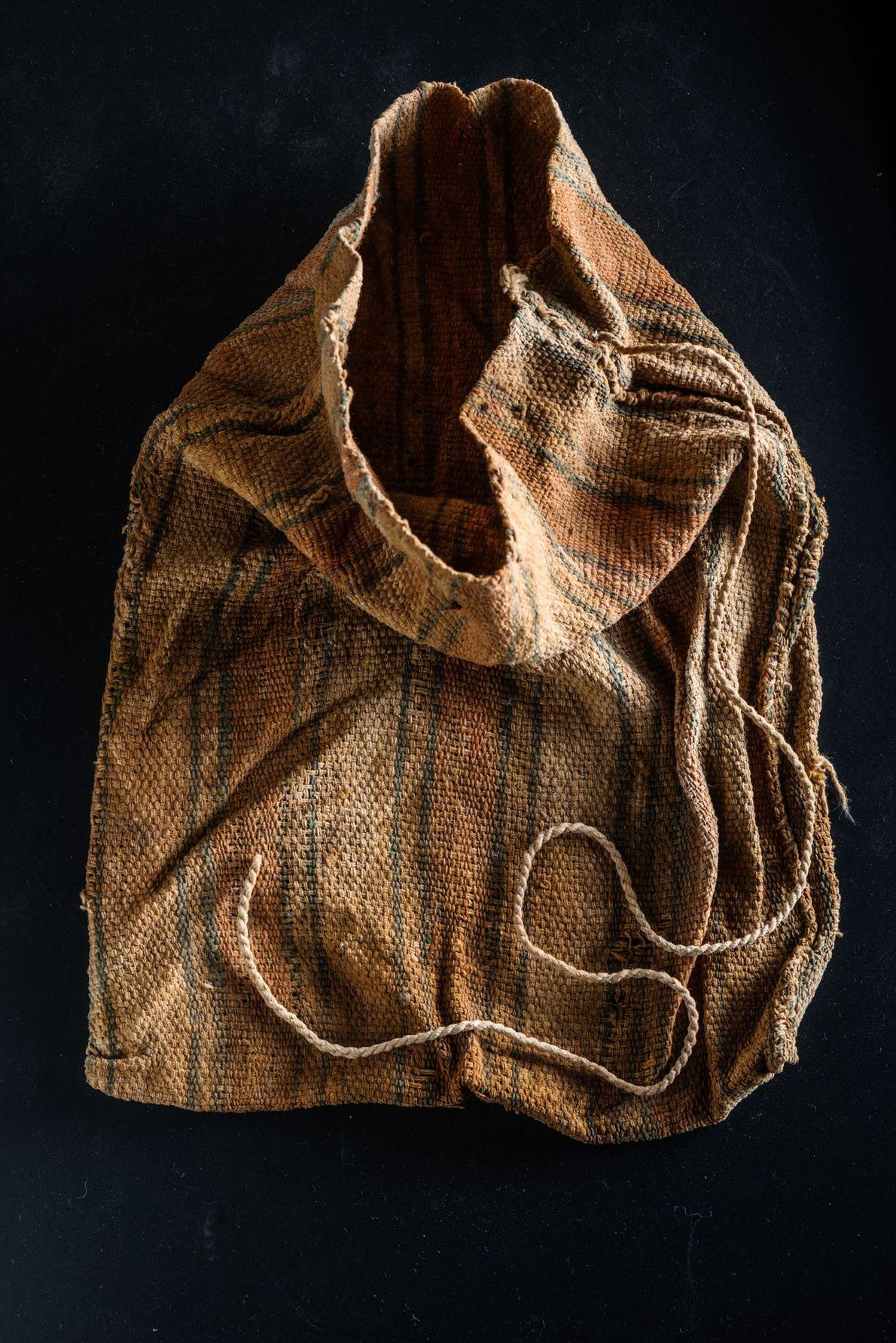 tecido encontrado em túmulo peruano