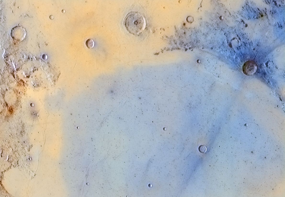 A imagem da superfície da lua revela detalhes raramente vistos.