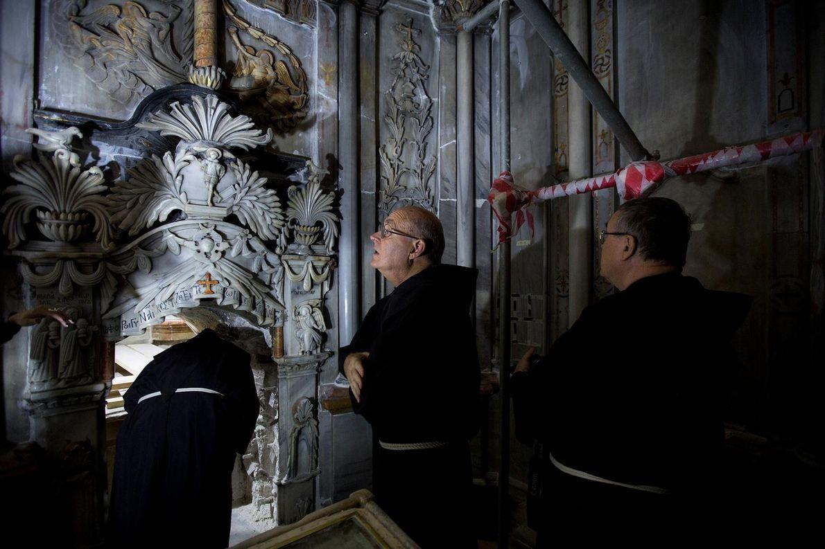 tumulo-de-jesus-cristo-igreja-do-santo-sepulcro.