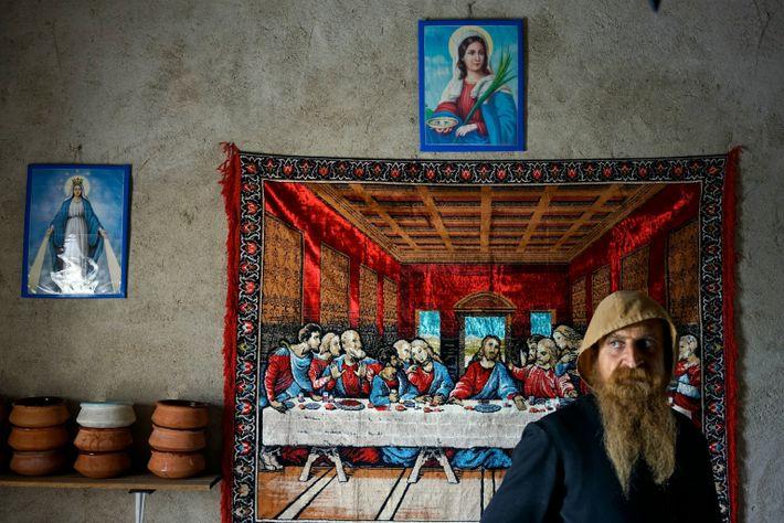 Mari Salebu, monge cristão iraquiano, é o único guardião e habitante do monastério Al Saleeb, nos ...