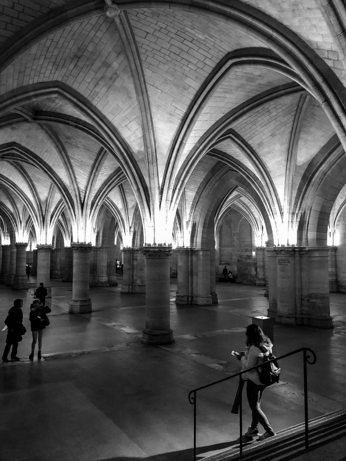 Os Reis da França deixaram o palácio medieval Conciergerie no fim do século 14 e o ...