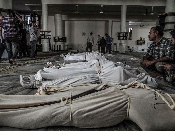 Em 21 de agosto de 2013, um possível ataque químico no subúrbio de Ghouta, em Damasco, ...