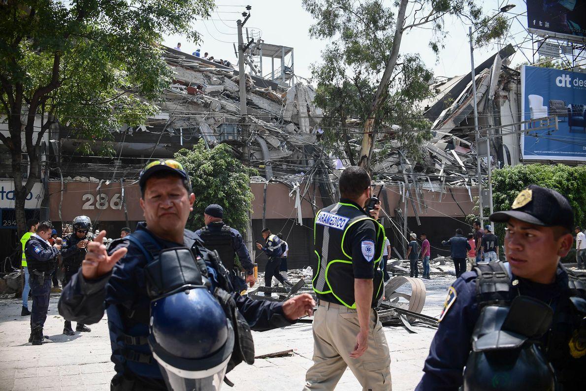 policiais terremoto méxico