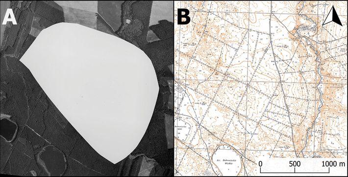 À esquerda: Uma fotografia aérea censurada da base militar nuclear tirada em Podborsko em 1975; à ...