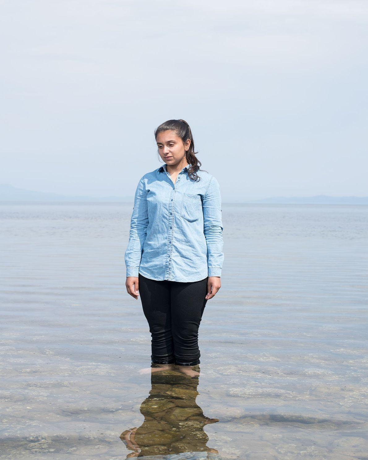 Depois de dois meses em Lesbos, Mariam Hamdan, de 15 anos, não encontrou o refúgio que ...
